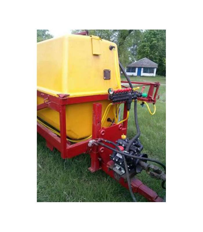 Навесной тракторный опрыскиватель ОП 2000 л/18 м