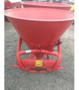 Разбрасыватель минеральных удобрений Bomet (650 кг)